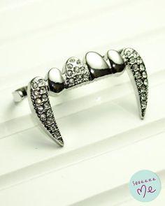 Anel Vampiresco Banhado Prata R$ 59,90    Disponível na nossa loja virtual: http://bzz.ms/anelvamppr