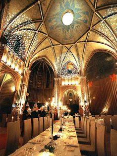 Vondelkerk in Amsterdam:   http://www.stadsherstel.nl (zaalverhuur)