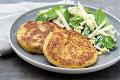I burger di patate sono un secondo piatto sfizioso e saporito, perfetto per un menu vegetariano.