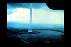 Tornado de agua invertido.
