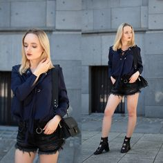 Karolina G - - Last summer days People Around The World, Real People, Love At First Sight, Summer Days, Punk, Plaid, Lemonade, Outfits, Casual