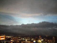 Las nubes se toman el atardecer en esta hermosa toma de nuestra Bucaramanga. Gracias @chefcarlos4x4 por la foto #atardecerBUC