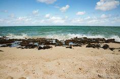 Plage volcanique  sauts-de-puce.fr  #plage #océan #lagon #Rodrigues #voyage
