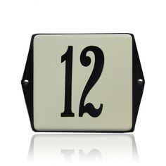 HO-42/CE-ZW emaille huisnummer Tech Companies, Company Logo, Clock, Interior, Enamel, Watch, Indoor, Clocks, Interiors