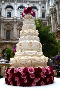 Beautiful Wedding and Event Cakes by London and Kent Designer Nicola Hall. Classic, Vintage and Contemporary designs delivered across London, Kent, Essex and Surrey.