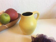 Small Fritz van Daalen vase 99/3 pastel yellow