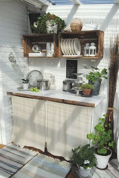 Love the wooden crates and that they are being used for shelving.
