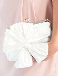 The huge bow makes this classy white bridal clutch a real eye-catcher.