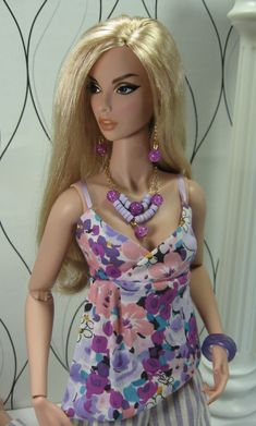 Violet Bouquet for FR:16, Tonner and similar size dolls. This too, too cute.Matisse, you go girl.