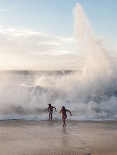 Surfing holidays is a surfing vlog with instructional surf videos, fails and big waves Beach Aesthetic, Summer Aesthetic, Travel Aesthetic, Flower Aesthetic, Blue Aesthetic, Aesthetic Pictures, Aesthetic Anime, Summer Feeling, Summer Vibes