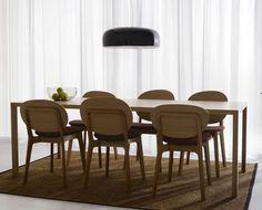 Design & kvalitet när det är som bäst. Från svenska tillverkaren Swedese. Ett enkelt och snyggt matbord. Bordsskiva tillverkas i lamellträ. Ekfanér eller vit laminat. Måttbeställs. Stålben klätt med massiv ek. Du kan även tillägga tilläggsskivor 50 cm, och bordslåda i ek under specifikationer.
