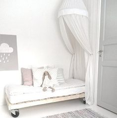 A light, bright, white bedroom for a little girl. diy europallet kids bed with wheels and canopy.