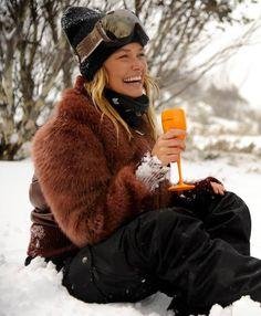 Lara Bingle drinking Veuve Clicquot on the slopes.