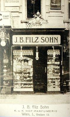 Parfumerie Filz, of the 19th century, the Parfumerie celebrated the 200-year existence in 2009,  Graben Vienna __________________________ Auslage der Parfumerie Filz, Ende des 19. Jahrhunderts,  die Parfumerie feierte 2009 das 200 jährige Bestehen