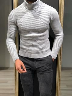Shop high-quality slim-fit wool turtleneck available at our online store. A wide variety of warm yet stylish knitwear. Mens Fashion Sweaters, Mens Fashion Suits, Men Sweater, Casual Sweaters, Moda Formal, Turtleneck Outfit, Casual Outfits, Men Casual, Denim Jacket Men