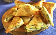 Filo corners filled with cheese and vegetables is a recipe with fresh ingredients from the filo pastry category. Try this and other recipes from EAT SMARTER! Sicilian Recipes, Greek Recipes, Scones, Muffins, Grilling Gifts, Party Food And Drinks, Exotic Food, Food Humor, Pumpkin Recipes