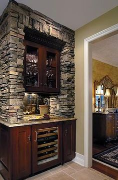 Beyond Mere Paint: 7 Great Kitchen Wall Ideas: Kitchen Wall Ideas:  More Stone Veneer Around a Bar/Wine Area