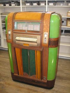 "Handsome 1940 Mills brand ""Throne of Music"" Jukebox, with jadite green plastic panels."
