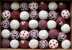 Maroon & white cupcakes! Adorable option for a maroon wedding theme! Love the different patterns! #maroonwedding #weddingcupcakes