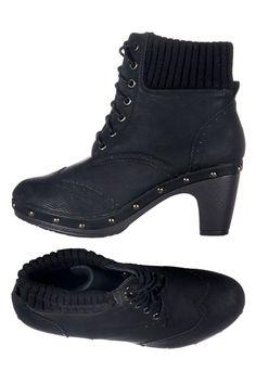 Venda 1001 Shoes / 7860 / Botins / Botins Preto. De 70€ por 23€.