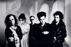 Porl Thompson, Perry Bamonte, Boris Williams, Robert Smith & Simon Gallup of The Cure (c) 1992