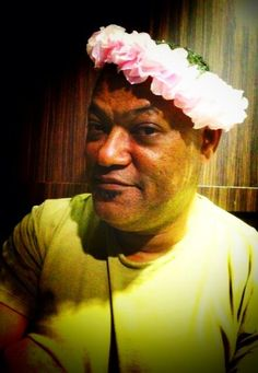 Laurence Fishburne wearing a flower crown. My life is officially complete. Hannibal Cast, Hannibal Tv Series, Hannibal Lecter, Jack Crawford, Actors Funny, Las Vegas, Sir Anthony Hopkins, Bryan Fuller, Laurence
