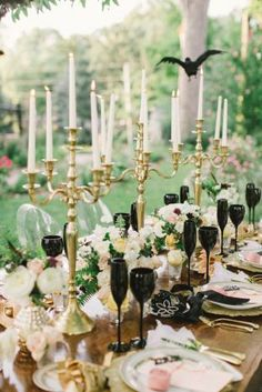 Black and Gold Table Design – created and shared on Hey Gorgeous Events