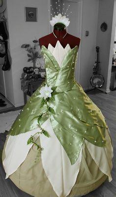 The Princess & the Frog - Tiana Princess Tiana Costume, Disney Princess Dresses, Disney Dresses, Girls Dresses, Tangled Princess, Princess Merida, Frog Costume, Costume Dress, Fairy Dress