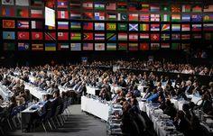 Совет ФИФА рассмотрит недавнее предложение главы организации Джанни Инфантино о расширении числа участников финального турнира чемпионата мира с 32 команд до 48.  Ранее функционер предлагал, чтобы 32 сборные сыграли в отборочном раунде плей-офф чемпионата мира, 16 из них прекратили бы выступление после первого матча.  Другие 16 команд отбирались бы как сеянные. После этого начиналась групповая стадия чемпионата мира.