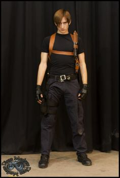 Cosplay: Leon Kennedy (Resident Evil 4) -- Cosplayer: Axel Kennedy -- Lugar: ((Animate '12 8/7/12)) -- Ph: CospPhoto