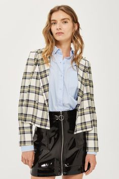 Cropped checkered jacket is a must have outerwear piece for fall