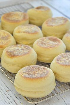 Nothing can beat them straight off the griddle or gently toasted. They are soft, slightly chewy & perfect for breakfast or snacks. No oven is required & they are so much nicer than store bought! Homemade English Muffins, English Muffin Recipes, English Snacks, English Muffin Bread, Homemade Muffins, Bread Recipes, Baking Recipes, Vegan Recipes, Thyme Recipes