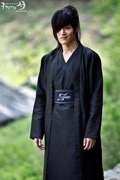 Ra'd, cousin to Mustafa, one of the few men who can get away with bossing Iskandar around.  (Choi Jin Hyuk)