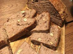 Křupavý, chutný a přitom zdravý bezlepkový chleba | Celita.cz Banana Bread, Food, Essen, Meals, Yemek, Eten
