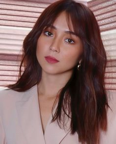 Kathryn Bernardo Photoshoot, Kathryn Bernardo Hairstyle, Kathryn Bernardo Outfits, 10 Most Beautiful Women, Most Beautiful Faces, Hair Inspo, Hair Inspiration, Hair Color For Morena, Fresh Face Makeup