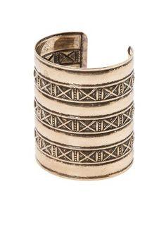 MANGO Bracelet large inspiration viking couleur or The Bangles, Gold Bangles, Gold Jewellery, Bohemian Style Jewelry, Bohemian Bracelets, Boho Chic, Boho Style, Gold Bangle Bracelet, Jewelry Bracelets