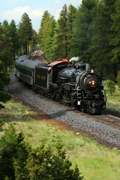The Grand Canyon Railway Fires Up Antique Steam Engine