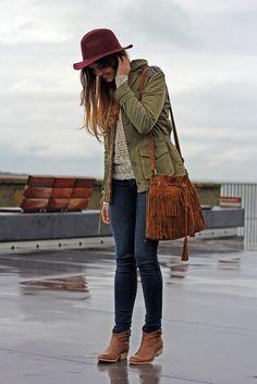 chica mirando sus botas