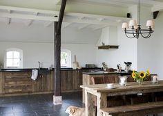 Keuken van oud hout