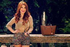 Bianca Andrade: tricô e shorts florido