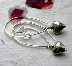 hammered wire earrings with hearts