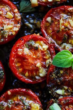 Italian Roasted Tomatoes - the best roasted tomatoes recipe with garlic, olive oil, Italian seasoning and oregano. These perfect oven roasted tomatoes take only 10 mins active time! Garlic Recipes, Pasta Recipes, Cooking Recipes, Healthy Recipes, Vegetable Side Dishes, Vegetable Recipes, Oven Roasted Tomatoes, Italian Roast, Tomato Sauce Recipe