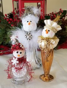 Snowman Christmas Decorations, Christmas Ornament Crafts, Snowman Crafts, Christmas Angels, Christmas Projects, Holiday Crafts, Vintage Christmas, Christmas Crafts, Salt Shakers