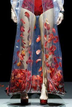 Leandro Cano Luque- 0.83°- Samsung EGO 'Innovation Project' http://www.mikapoka.com/2014/02/canos-techno-baroque-couture.html