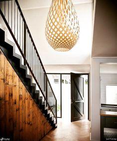 Luminária Pendente Koura @maislume Slow Design, Lighting Design Interior, Feature Pendant Lights, Stair Lights, Entrance Lighting, Hallway Designs, House Inspo, David Trubridge, Stairs Design Interior
