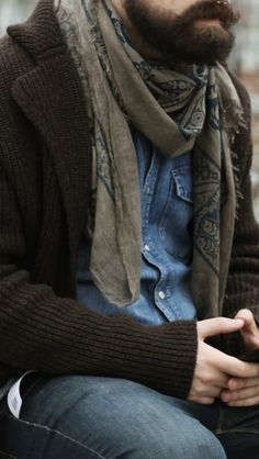 Wow, a men's scarf that I would actually be ok wearing...