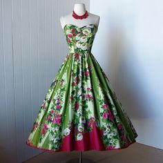 vintage 1950's dress ...pretty floral ROSE GARDEN APPLIQUE cut-out novelty print cotton full skirt pin-up party dress