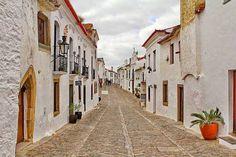 É talvez a mais linda Aldeia medieval portuguesa... Foi conquistada aos Mouros em 1167 por Geraldo sem Pavor, às ordens de D. Afonso Henriques I Rei de Portugal.  MONSARAZ - Alentejo - Portugal