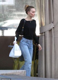 Lily-Rose Depp is accompanied by a burly security guard as she picks up groceries Lily Rose Depp Style, Lily Rose Melody Depp, Casual Outfits, Cute Outfits, Fashion Outfits, Lily Depp, Look Cool, Celebrity Style, Street Style