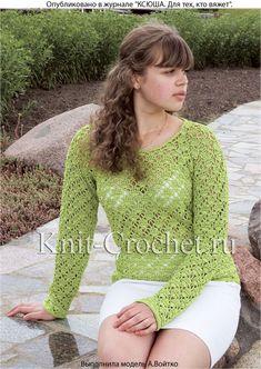 Вязанный крючком женский ажурный пуловер размера 42-44.